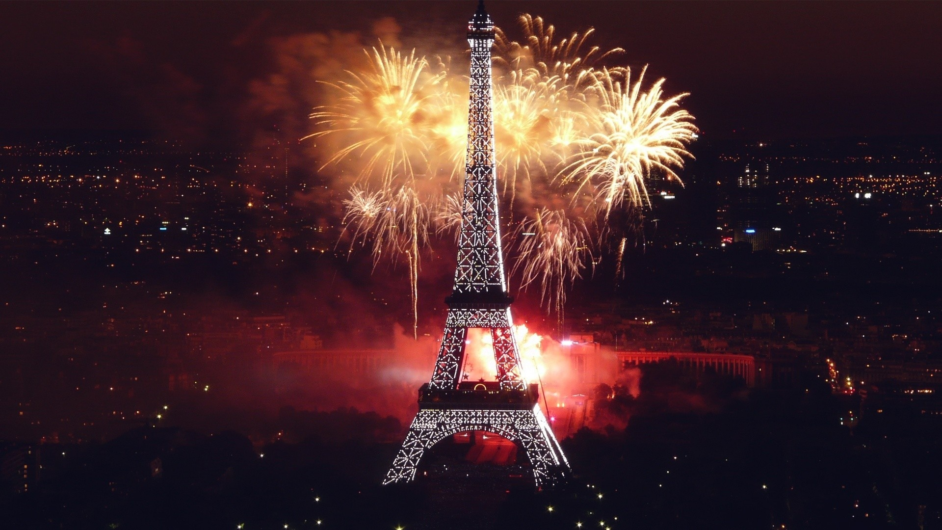 Fireworks in Paris 2015: The best pictures Fireworks in Paris 2015: The best pictures eiffel tower paris fireworks celebration happy new year